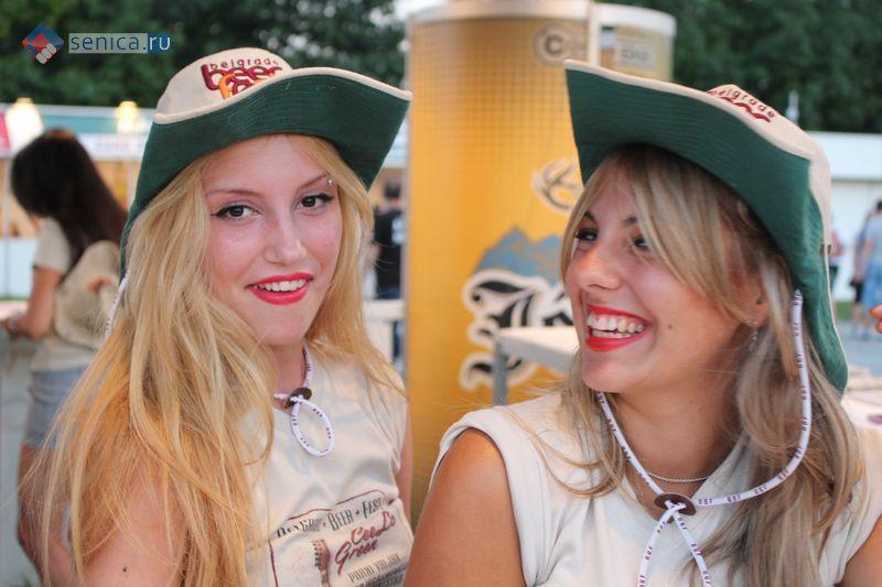 Девушки Beer Fest-а