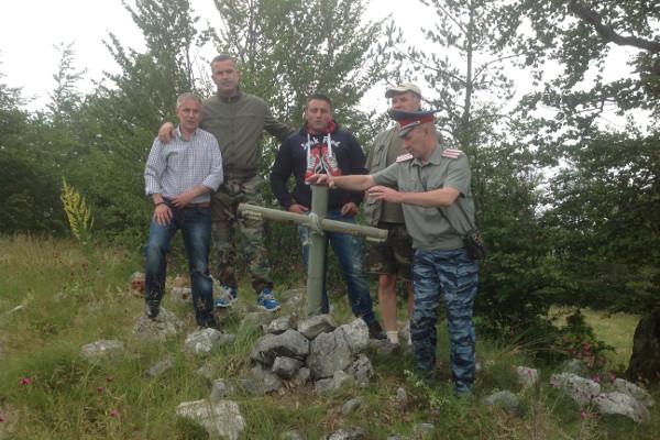 Бывший командир «интервентной» роты Вишеградской бригады с бывшими русскими добровольцами на горе Заглавак в 2013 году