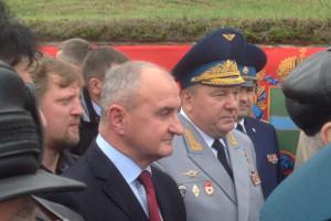 Командующий ВДВ Российской Федерации генерал Шаманов и и министр по вопросам ветеранов и труда Республики Сербской Петр Джокич под Калугой в 2013 году