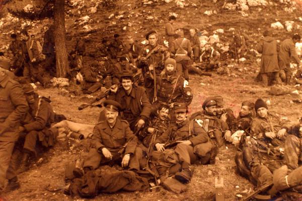 Русские добровольцы с есаулом Константином Ершковым в ходе боевого выхода в мае 1993 года 5-й легкопехотной (Горажданской) бригады Дринского корпуса АРС