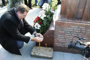 Официальное посещение президента Республики Сербской Милорада Додика 6-го ноября 2011 года памятника русским добровольцам на церковном кладбище Вишеграда