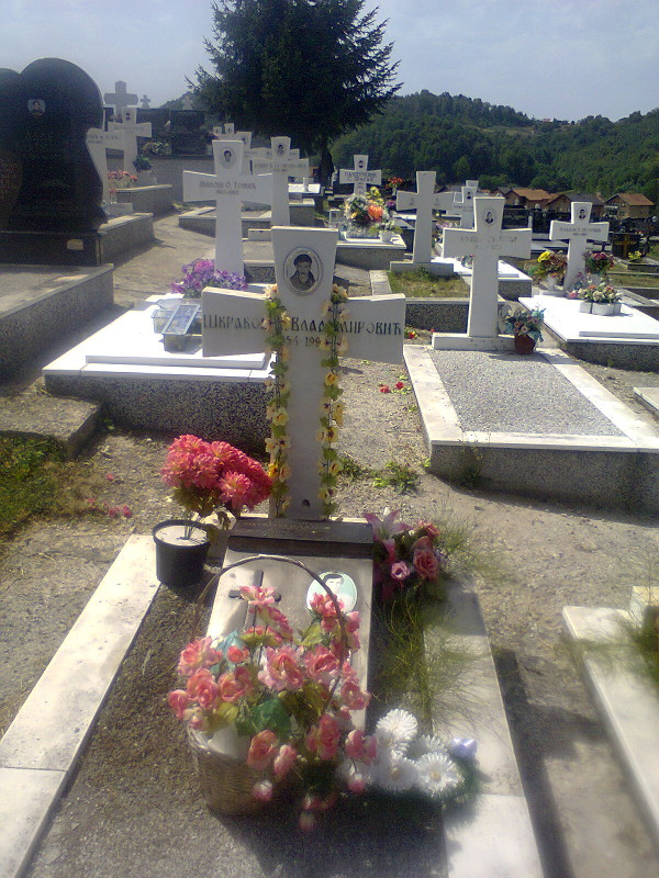 Могила русского добровольца Александра Шкрабова на военном кладбище в селе Дони Милевичи под Сараево