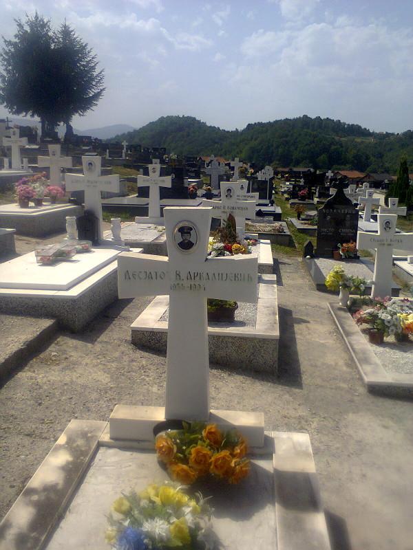 Могила русского добровольца Виктора Десятова на военном кладбище в селе Дони Милевичи под Сараево
