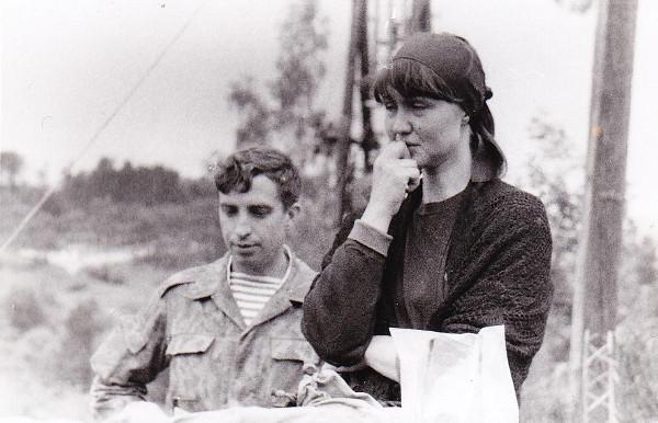 Вдова погибшего русского добровольца Александра Шкрабова - Светлана на похоронах мужа в 1994 году в Сараево