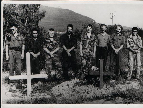 Русские добровольцы в июне 1994 года на «военном» кладбище села  Дони Милевичи под Сараево