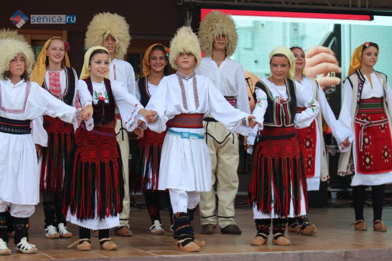 Сербские народные танцы в Гуче