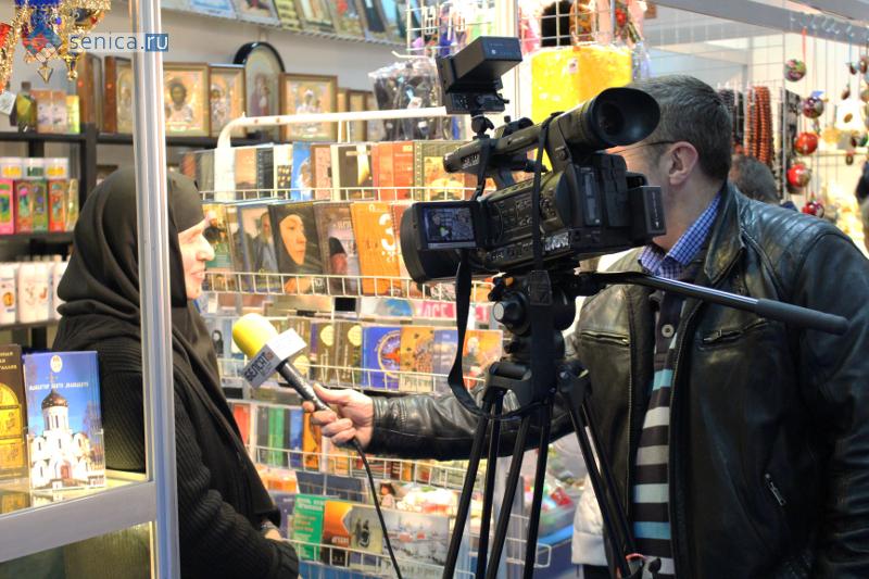 Телевидение у стенда монастыря Св. Елизаветы из Минска