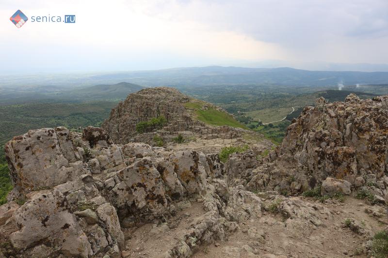 Каменные блоки обсерватории Кокино