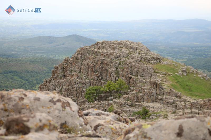 Мегалитическая обсерватория Кокино, нижняя вершина