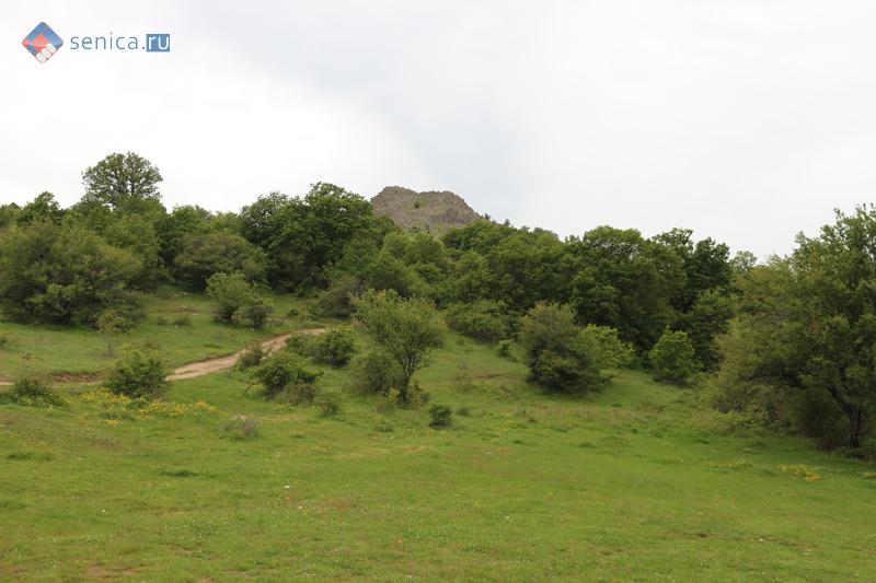 Вид на обсерваторию Кокино снизу