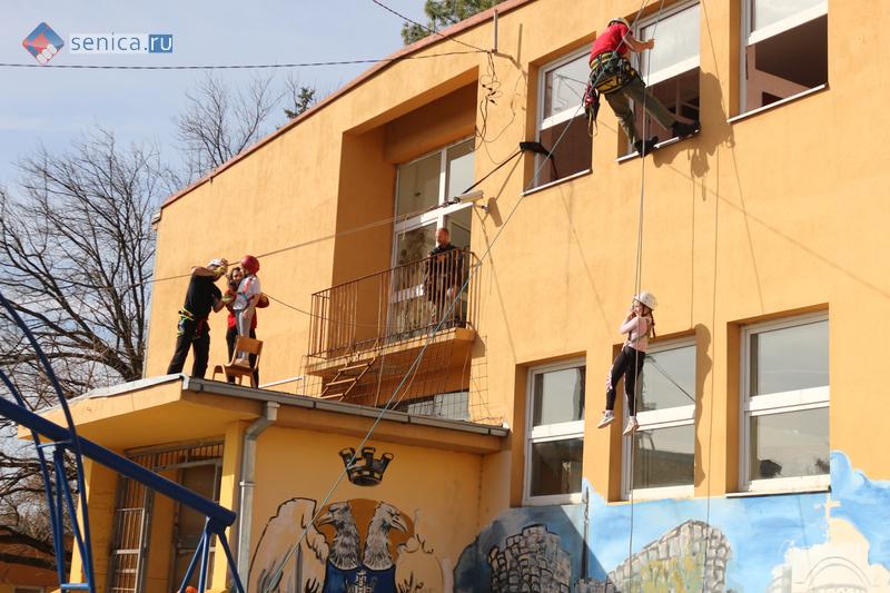 Совместные учения сербских скаутов и спасателей РСГЦ в Реснике
