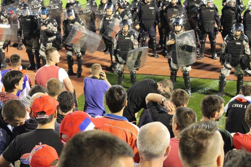 Оцепление полиции на стадионе