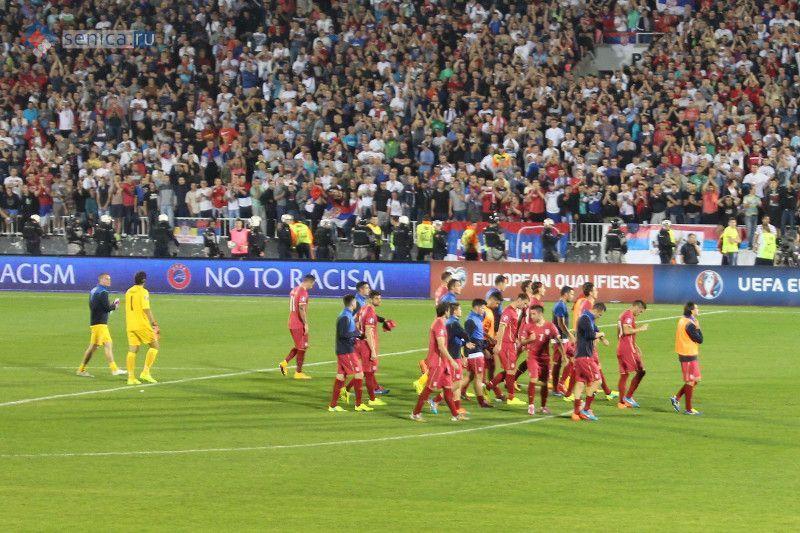 Сборная Сербии по футболу благодарит болельщиков за поддержку