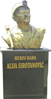 Памятник Сиротановичу в Безре