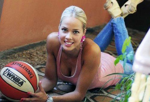 Хорватская баскетболистка Антония Мишура 3