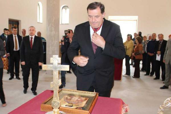 Милорад Додик в церкви