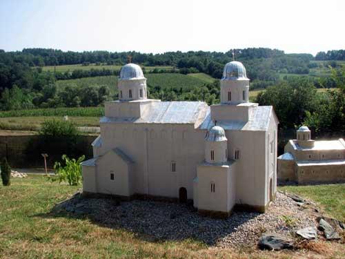 Храмы средневековой Сербии «на ладони»