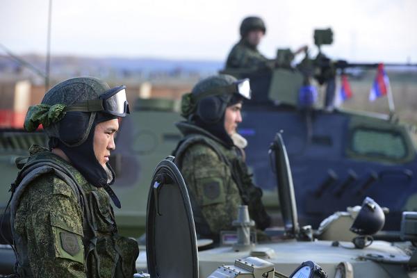 Российские солдаты на учениях Срем 2014