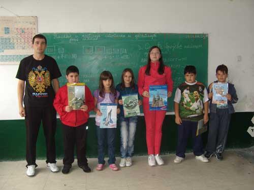 Никола и дети с подарками из России