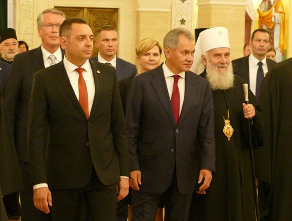 Министр обороны Сергей Шойгу посетил храм святого Саввы в Белграде