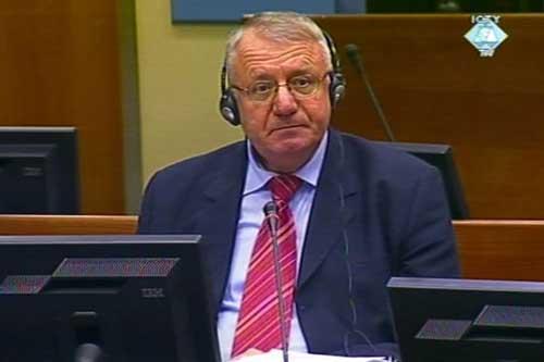 МТБЮ: В.Шешель добился отвода судьи
